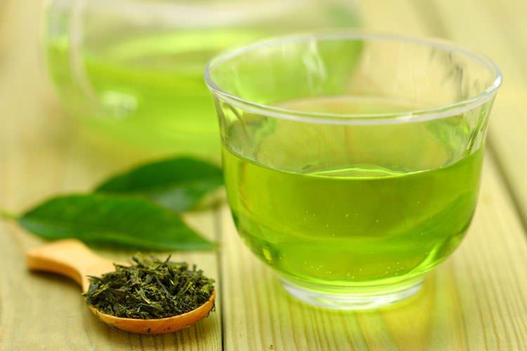 Appliquez du thé chaud sur vos hémorroïdes